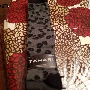 NWT Tahari socks
